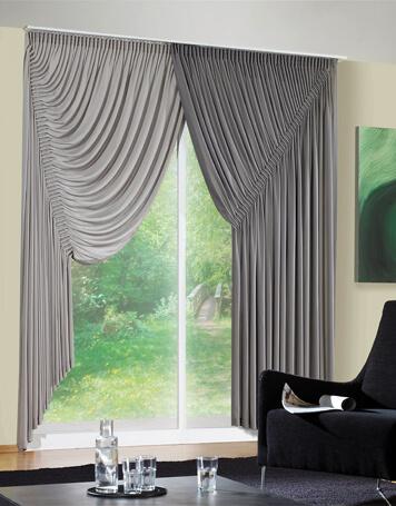 Gardinen im Barock-Stil eignen sich nur bedingt für Dachfenster
